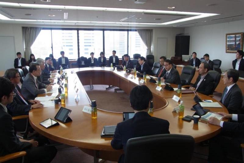 経産省、「CI」テーマ懇談会 化学・石油・食品と議論