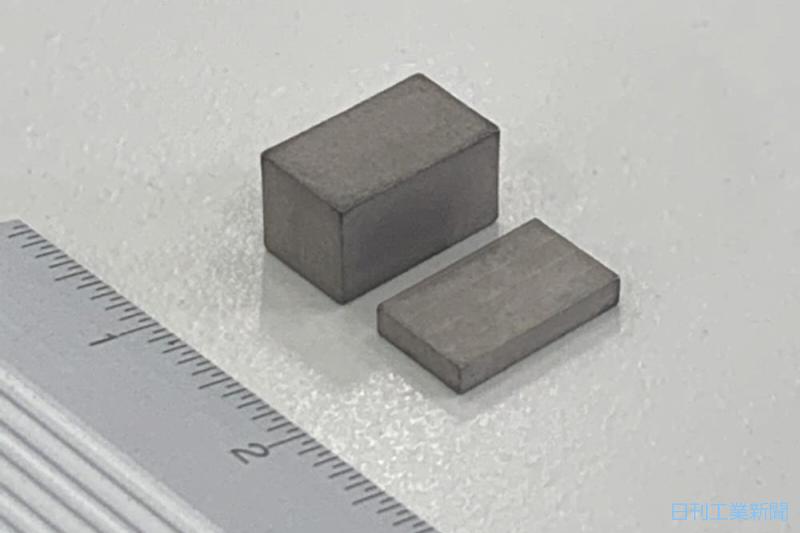 全固体電池、実用化始まる 村田製作所が補聴器・IoT機器向け量産