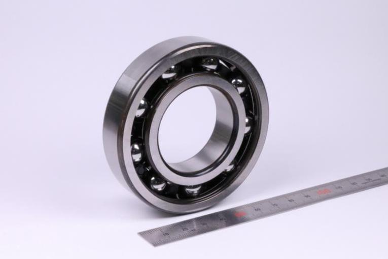 外輪の回転ずれゼロ NTN、深溝玉軸受を開発