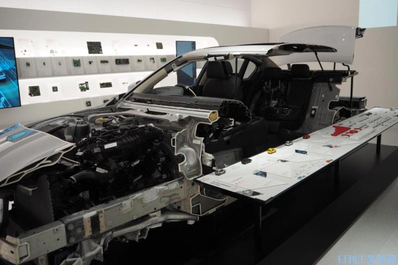 村田製作所、車載部品開発を拡充 専用暗室・展示施設開設