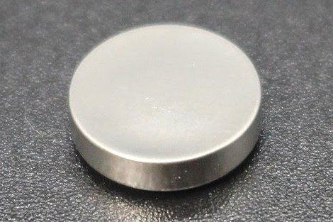 マクセルが世界初、バイポーラ構造の硫化物系コイン型全固体電池 11月サンプル出荷
