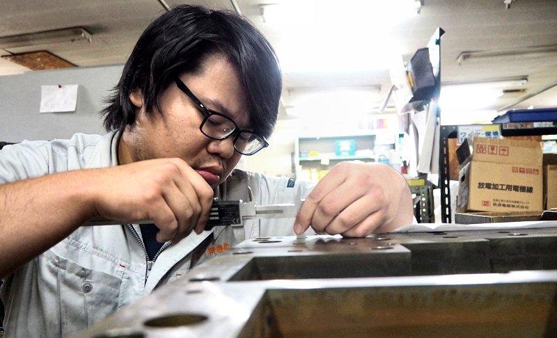 モノづくりTREND/活躍する若手技術者 ユーアイ精機 失敗恐れず経験に学ぶ