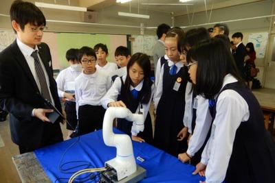 ライト電業、小学校で出前授業 産ロボ実演