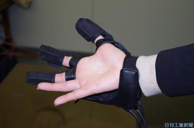 NOKなど、触覚再現グローブ提案 VR・車部品にも