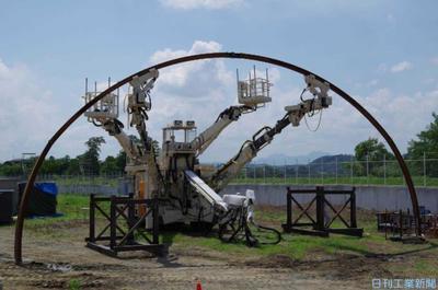 前田建設、トンネル工事を省人化 支保工建込みロボ導入