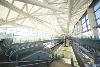 新駅「高輪ゲートウェイ」、JR東 案内・警備ロボ試行導入 QRコード改札機も