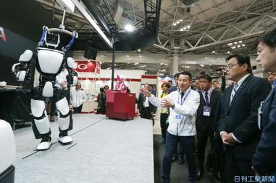 国際ロボット展/国交相が視察 物流業界で最新技術の共有進める
