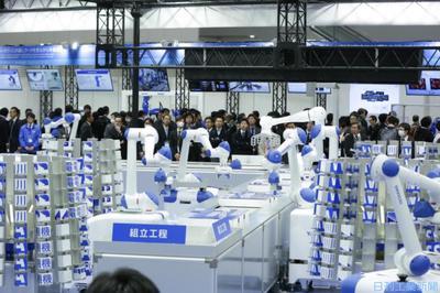 国際ロボット展/安川電、自律分散型モノづくり デジタルツイン活用