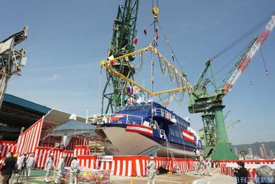 25年ぶりの超高速船着水 川重、神戸工場で式典