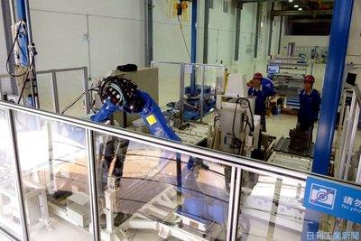 安川電、安全柵不要の自走ロボ 変種変量生産に対応