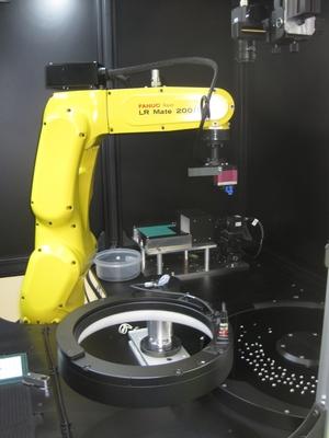 夏目光学-6軸ロボ、微細レンズ整列収納