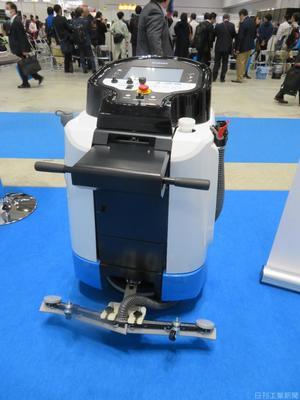 日本信号、自動床洗浄ロボ投入 旋回可能で狭所も清掃