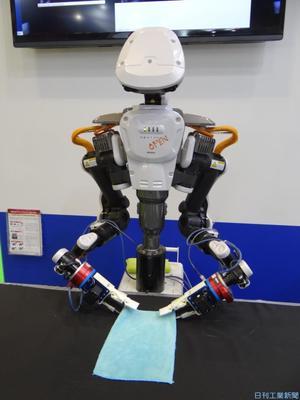複数動作を深層学習 早大、双腕ロボでタオル畳み実証