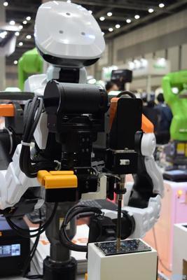 国際ロボット展/ハイオス、ネジ締めロボ実演 メーカー3社とコラボ