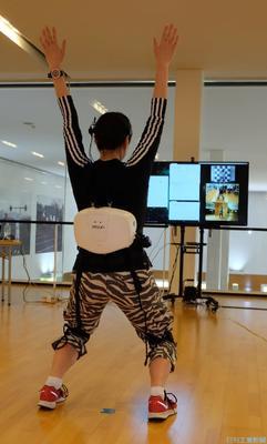 ATOUN、「着る」ロボで運動指導 遠隔フィットネスシステム開発