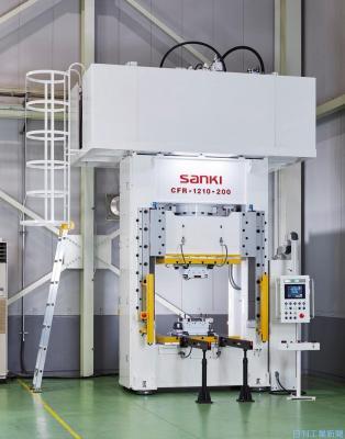 新分野に売って出る/三起精工 CFRP成形用油圧プレス機