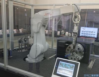 SIerが拓くロボットの未来(49)豊和工業/汎用旋盤、ロボで高機能化