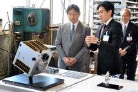 皇太子さま、由紀精密へご訪問?宇宙ゴミ除去衛星など、ご視察